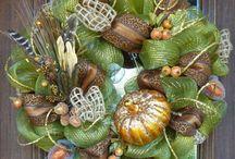 Deco wreaths<3 / by Samantha Ward