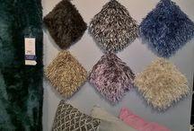 Karpetten / De karpetten in onze collectie zijn verkrijgbaar in verschillende afmetingen en kleuren. Zo kunt u iedere ruimte voorzien van een gezellige en warme sfeer. Leg bijvoorbeeld een vloerkleed in uw zithoek voor een knusse en gezellige uitstraling. Bekijk onze collectie en mogelijkheden op prontowonen.nl of kom langs bij Pronto Wonen Capelle aan den IJssel.