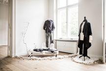 """""""The Next Black"""" Premiere / Die Entwicklung neuer Technologien und Materialien macht die Textilindustrie immer schnelllebiger. Gleichzeitig eröffnen umweltschonende Ansätze völlig neue Perspektiven für die Produktion von Kleidung. Die von AEG unterstütze 45-minütigen Dokumentation """"The Next Black"""" zeigt zukunftsweisende Möglichkeiten für eine nachhaltige Bekleidungsindustrie. Dieses Board dokumentiert das Pre-Screening von """"The Next Black"""" in Berlin."""