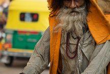 Varanasi / la città di Varanasi, tra spiritualità, morte e rinascita