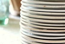 Lautasia, vateja...soikeita , pyöreitä... / Isoa ja pieniä...eri mallisia lautasia javateja...tarjoiluun, esillepanoon, ruokailuun yms...