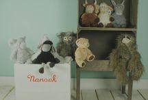 COMPLEMENTOS NANOOK / Complementos deco para las habitaciones de los peques !!! Regalitos, peluches, muñecos, ... Tenemos un montón de cosas en Nanook !!!