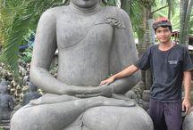 Boeddhabeelden - Grote Tuinbeelden / In Azie vervaardigen onze kunstenaars uit een brok lavasteen of groensteen een prachtig boeddhabeeld. Ieder beeld is uniek en dus exclusief.