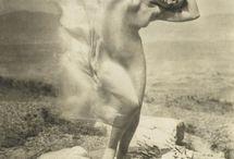Danza libera / La pratica della improvvisazione attraverso la danza, secondo Rudolf Laban e Isadora Duncan, come mezzo anche di ricerca interiore.
