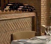 Caserón de Araceli / Su estructura reproduce fielmente los caserones del siglo XVI con una cuidadísima y acertada decoración.. Cuenta con múltiples salones y comedores privados con una capacidad total de 900 comensales. El Caserón de Araceli nos ofrece la mejor cocina vasco-castellana tradicional