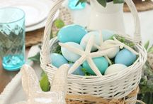 Coastal Easter / Whether you live by the beach or just dream about ocean breezes, there are a number of ways to add a little coastal feel to your Easter table with soft beach tones and sea-themed accents.