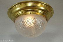 Antieke plafonnieres / Klassieke plafonnieres met een glazen of kristallen kap.