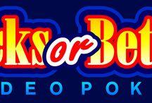 """Jacks or Better Power Poker / La versione """"power poker"""" di Jacks or Better ha le stesse regole e caratteristiche del Jacks or Better standard, ad eccezione del fatto che si gioca su 4 mani. La più bassa delle combinazioni pagate parte da una coppia di jack, ma l'assenza di funzioni particolari lo rende un gioco adatto ai giocatori di Voglia di Vincere amanti della semplicità."""