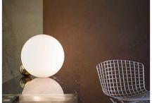 Design Tafellampen / Naast je bed, op je bureau of bij de bank, een tafellamp zorgt voor het nodige licht. Een mooie design tafellamp gezien? Kijk in de beschrijving en wij linken je door!