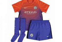 Billige Manchester City trøje Børn / Billige Manchester City trøje Børn på online butik. Manchester City hjemmebanetrøje/udebanetrøje/målmandstrøje/trøje langærmet tilbud  med eget navn.