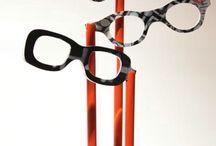 Briller.nl❤️ / Super handige leesbrillen op één pootje voor gebruik in de horeca. Doel, lezen van menukaart.