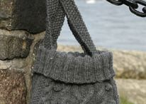 """Knitted DROPS bag with cables in """"Eskimo"""". ~ DROPS…"""