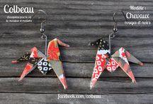 Boucles d'oreilles / Boucles d'oreilles en origami. Elles sont réalisées avec un papier washi (papier en fibres de murier) de qualité supérieure richement décoré.