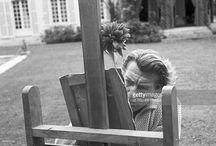 Jean Marais chez lui à Marnes la Coquette le 26 Mai 1960