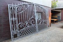 Portões de ferro e inox