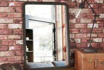 Ma chambre cosy parfaite / Indus Hipster / Si Brooklyn vous inspire, créez une ambiance indus' hipster dans votre chambre avec des briques, une verrière, du bois et des matières brutes. Un beau canapé en cuir cognac et quelques iconographies barbier, et voilà de quoi être hipster branché !