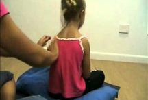 kindermassage/ -yoga