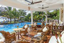 AFROCHIC DIANI - KENYA / Questo incantevole ed unico boutique hotel si trova a sud di Mombasa sulla meravigliosa spiaggia di Diani. E' il rifugio perfetto per coloro che amano una vacanza in pieno relax in un ambiente raffinato ed intimo con attenzione ai dettagli ed un servizio personalizzato