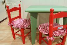 Mesas y sillas infantiles / Mesas y sillas infantiles personalizables en colores y tejidos.
