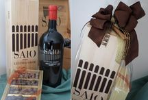 Christmas SAIO Assisi / Special gifts for wine lovers. SAIO Assisi proposes you elgant and original wine boxes for Christmas. New! SAIO wines paired with handmade traditional Christmas Torrone, Panettone and deliceous Praline. New! WINE EXPERIENCES: Vine grower courses, Pic nic and trekking in the vineyards!
