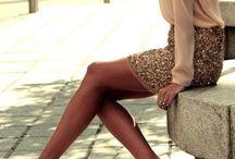 saia paetê dourada com camisa rosê