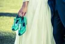 Colourful shoes for cool brides/ las novias cool llevan zapatos de colores / We love brave brides who wear colourful shoes.   ¿Green or gold peep toes?  Nos chiflan las novias que arriesgan y se casan con zapatos de colores.  ¿ Zapatos verdes o dorados?