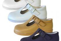 Zapatos niños y zapatos niñas ceremonia, boda, bautizo  / Zapatos para niño y niña clásicos y zapatito inglés. Tienda online con una amplia gama de colores. Badanas para bebé, botitas de primera calzadura y calzado infantil de niños y niñas y también de mayores.