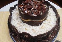 Tarta tres chocolates / Las mejores recetas: http://golosolandia.blogspot.com.es/2013/06/tarta-tres-chocolates-receta-casera.html