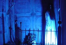 Halloween - Haunted House / by Design DNA