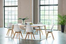 Kjøkkenbord og stoler / Spisebord og stoler
