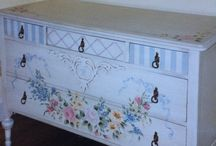 Hand-Painted Furniture By Linda Radakovich / Furniture I have restored and hand painted over 30 years. I hope to inspire you to restore vintage pieces with old fashioned sweat and hard work. If so, your pieces will last a lifetime and become family heirlooms.
