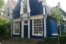 Broek in Waterland buildings. / Traditional Dutch buildings from 1740.