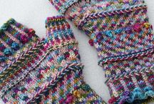 Mønsterstrikkede vanter, huer, sokker og pulsvarmere mm.