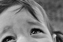 PORTRAITS ENFANTS NOIRS ET BLANCS.