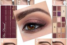 Looks Chocolate bar Too faced