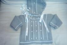 jubón bordado con capota