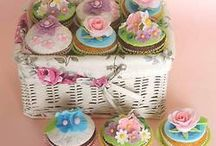 Cupcakes / by Elaine Bowers