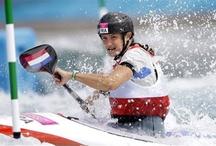 kayak / les hommes font du foot, les femmes de la danse et les dieux du kayak
