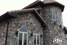 Euro Castle from Kodiak Mountain Stone / Euro Castle is a beautiful manufactured stone from Kodiak Mountain Stone.  This gallery includes photos of projects that have used Euro Castle