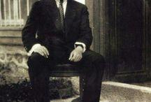 ATATÜRK KÖŞESİ / Mustafa Kemal Atatürk'ün fotoğraflarının bulunduğu büyük bir arşiv.. Nur içinde yatsın, Ulu Önderimiz / by Rain Island