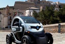 Renault Twizy / Der Renault Twizy ist zweisitziger elektrischer Kleinstwagen, der offen oder geschlossen erhältlich ist und als Stadtauto konzipiert wurde. Der kleine Flitzer mit dem ungewöhnlichen Design wird seit 2011 in Serie produziert und in Deutschland seit März 2012 verkauft.