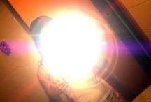 Garota fica cega ao tirar foto na frente do espelho