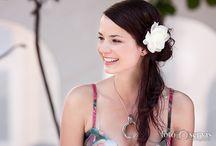 Portréty / Uchovejte si vzpomínky na významné dny. Naplňte rodinné fotoalbum až po okraj fotkami ze svateb, plesů či křtin a získejte skvělou munici pro rodinná setkání. Portréty jsou jako věčné mládí v rámečku – vaši blízcí ocení skvělý dárek i památku na celý život.http://www.agfoto.cz/fotosluzby/portrety/