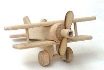 Spielzeug Natur / Holzspielzeug Natur OKO. Flugzeug, Traktoren, Strassenbahnen, O-bus, Buss, Wohnenauto, Zuge, Dampflok, Gabelstapler, Draisine.