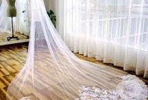 Wedding accessories / Veils, garters, whatnottery