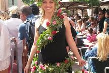 Femme Fleurs Valbonne Village Fashion Show / Votre fleuriste, Atelier de Créations Florales Rose Rouge a eu le plaisir, à l'occasion du défilé de mode organisé à Valbonne village le 11 Mai 2014, par l'association de commerçants, de clôturer le défilé par la présentation de sa « femme fleurs » avec une distribution de roses rouges et roses bien sur. Un grand merci à la jolie Estelle pour sa participation, ainsi qu'à Béatrice et sa collaboratrice Gaelle, vos fleuristes.