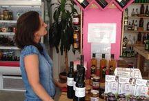 Caldos de Bodegas Salado en Liqarte / En Liqarte, en la calle Presidente Cárdenas, en Sevilla nunca faltan los Vinos de Salado, de hecho, tienen una ubicación privilegiada en la tienda..