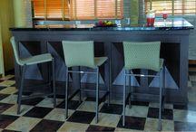 Linha Nevada / Completa a linha Nevada é composta por conjunto de mesa (retangular ou redonda), cadeiras, banquetas, espreguiçadeira e mesa de apoio.
