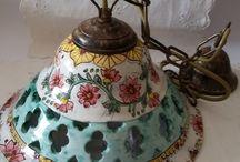 Lampadario in ceramica Foggiatura al tornio,intagliato  e dipinto a mano.