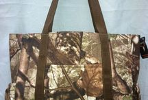 Camo Diaper Bags / Looking for a camouflage styled diaper bag? Find some popular camo baby bags here!